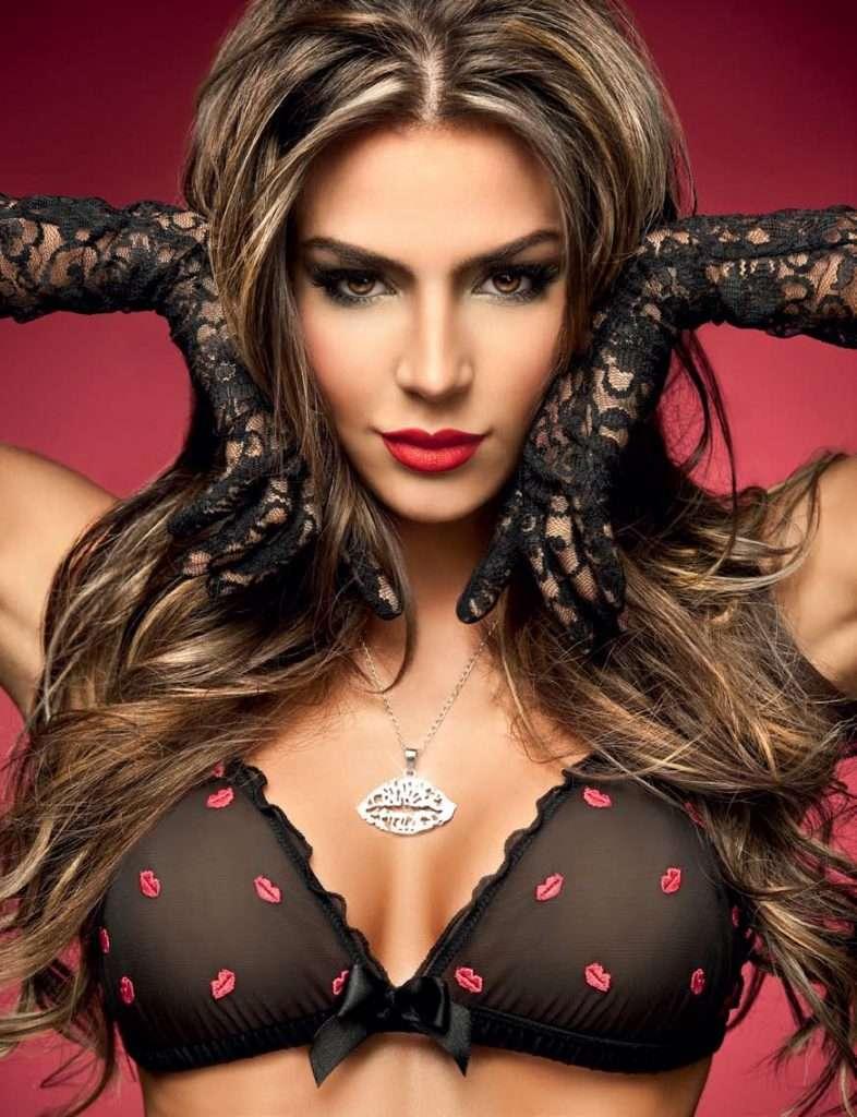 Natalia Velez – Sexy Fotos Besame 2011 Foto 1
