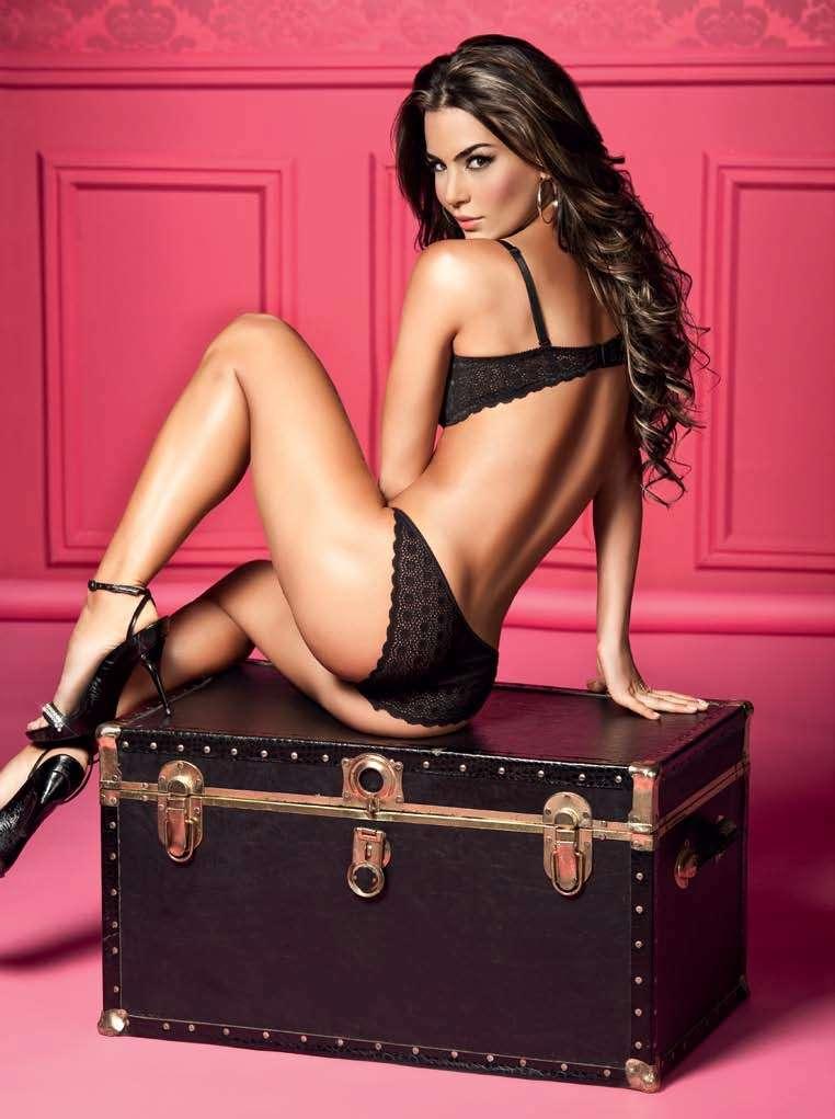 Natalia Velez – Sexy Fotos Besame 2011 Foto 18