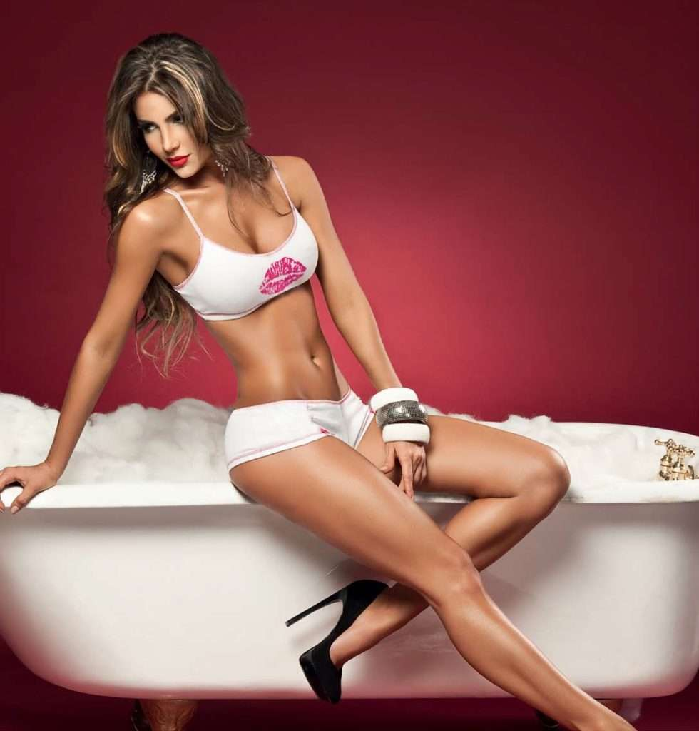 Natalia Velez – Sexy Fotos Besame 2011 Foto 75