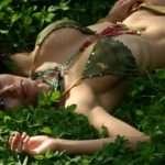 Renata Gonzalez – Fotos En Bikini De Tanga Dorada Con Top Verde Foto 8