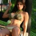 Renata Gonzalez – Fotos En Bikini De Tanga Dorada Con Top Verde Foto 4