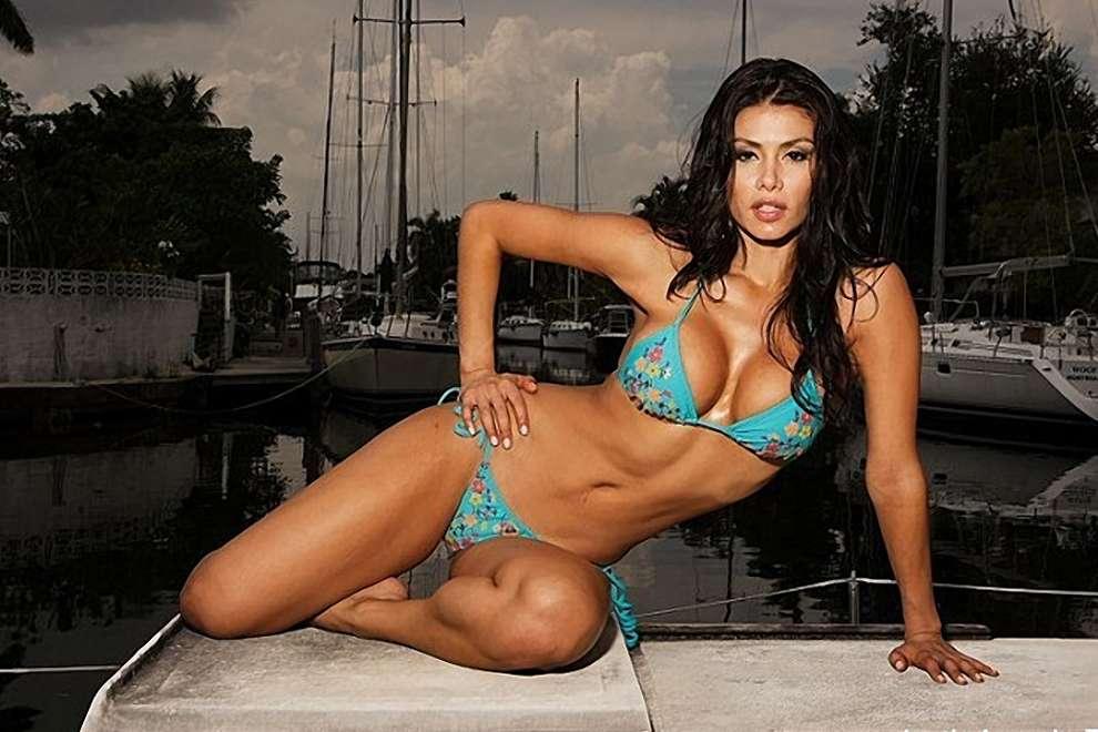 Renata Gonzalez Fotos En Bikini Azul