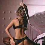 Chica sexy biblioteca desnuda
